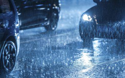 ¡Rayos y centellas! Cuidado al conducir cuando hay tormenta